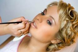 ukrashjenija-makijazh-i-manikjur-njevjesty-mjelochjej-nje-byvajet[1]