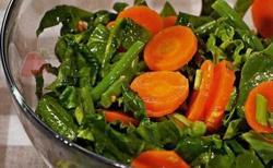Салат из шпината и моркови