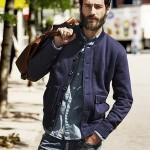 Позы для фотосессии мужчин на улице с предметом
