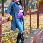 Позы для фотосессии беременных на улице осенью